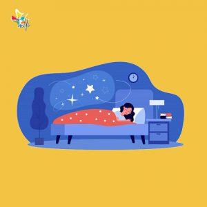 زنی روی کاناپه خوابیده است